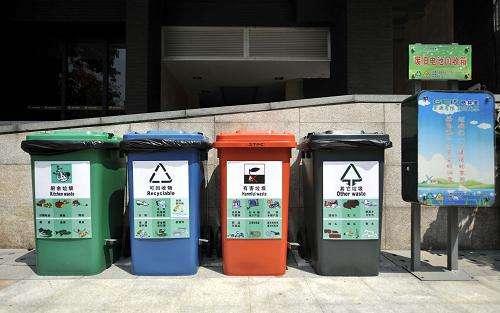 广西南宁街道出现的分类垃圾桶