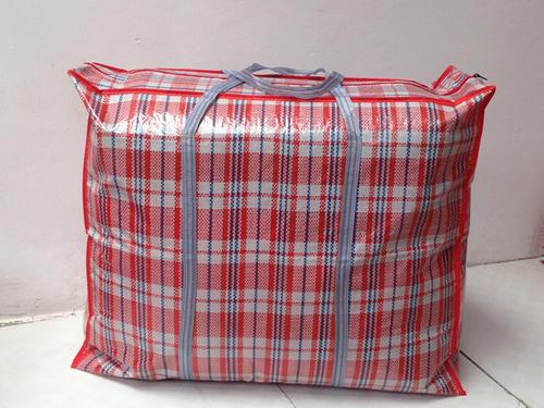 用來裝行李的蛇皮編織袋