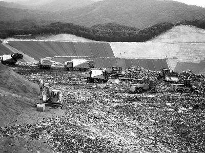 国内最大的一座垃圾填埋场引发大家关注。该填埋场位于陕西西安