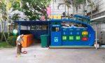 天津垃圾分类小区垃圾分类监督员在工作